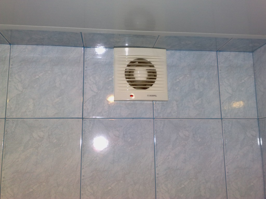 Принудительная вентиляция в ванной.