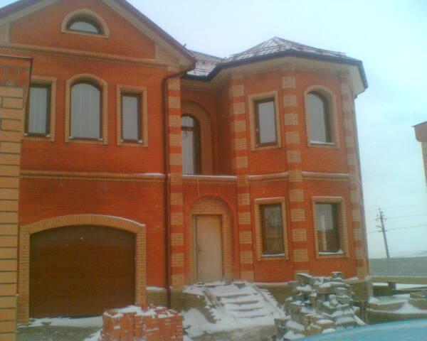 Дом со встроенным гаражом.