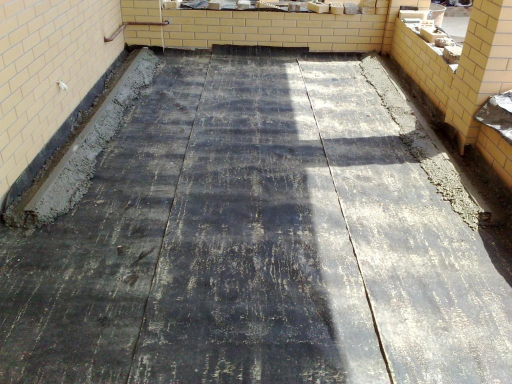 Маячные рейки облиты бетоном.