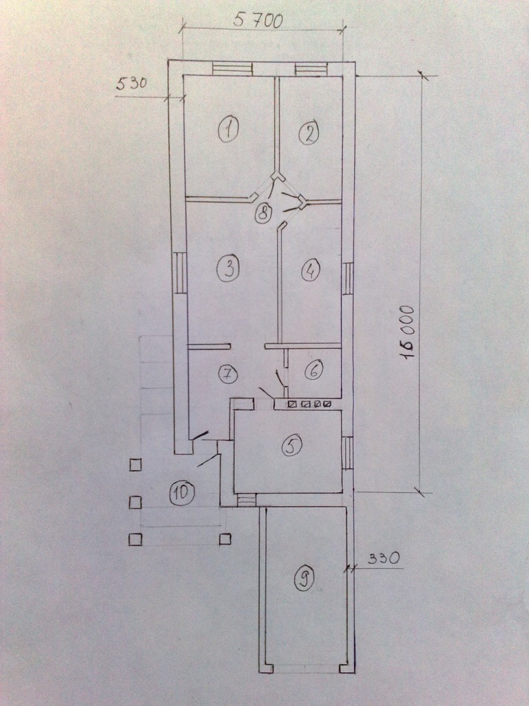 План одноэтажного дома с гаражом.