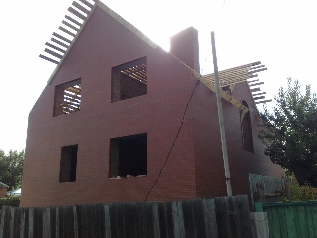 Дом с мансардой. Вид сзади.