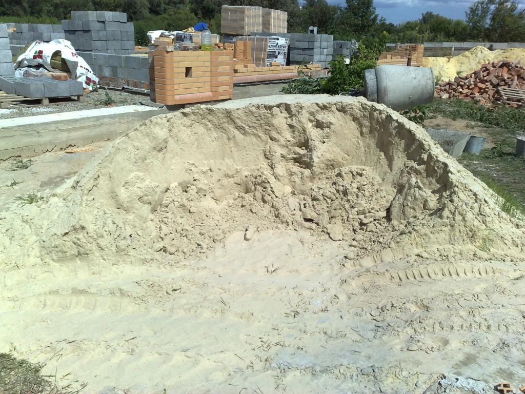 Хороший чистый намывной песок.