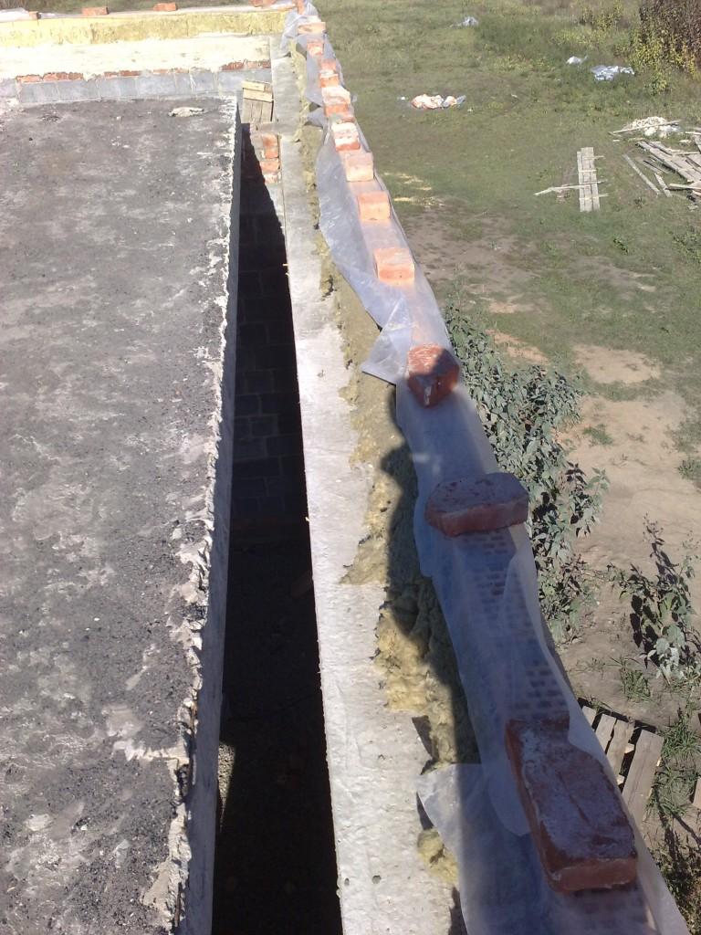 Дырка 250 мм между внутренней стеной и ж/б плитой.