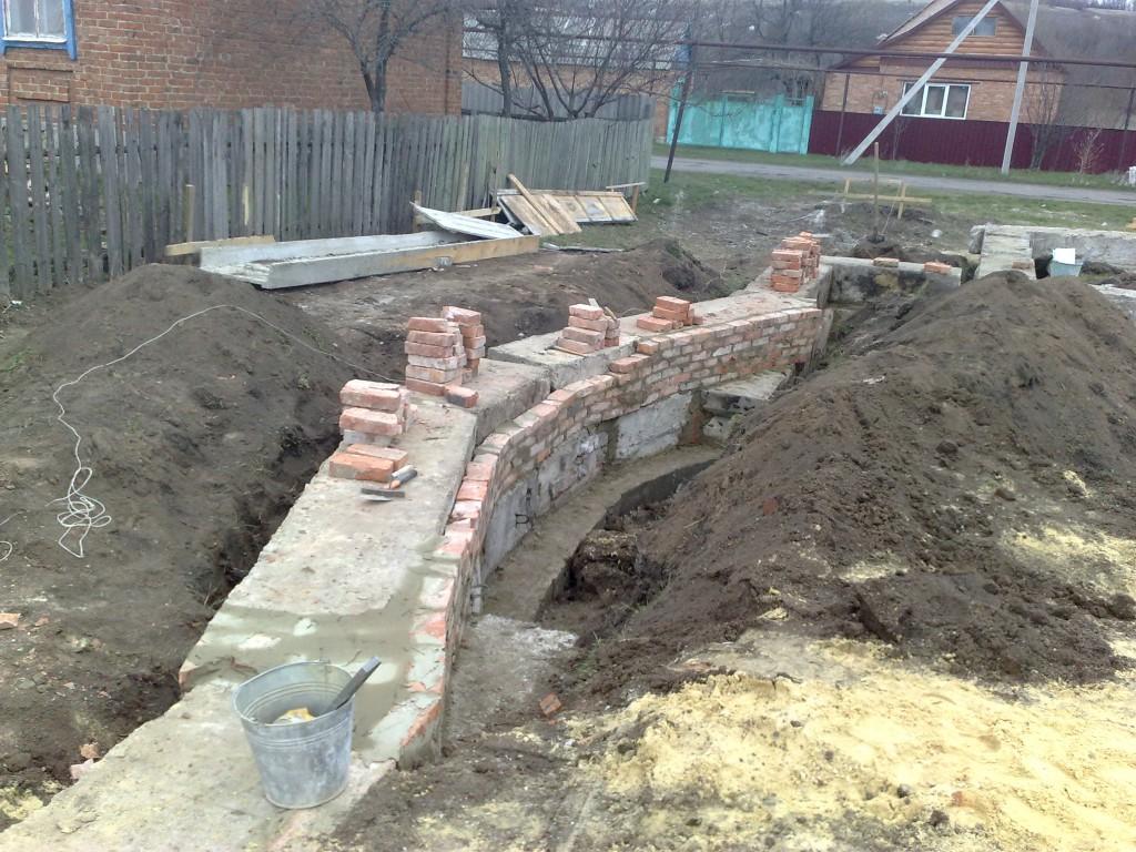Расширяем стены фундамента.