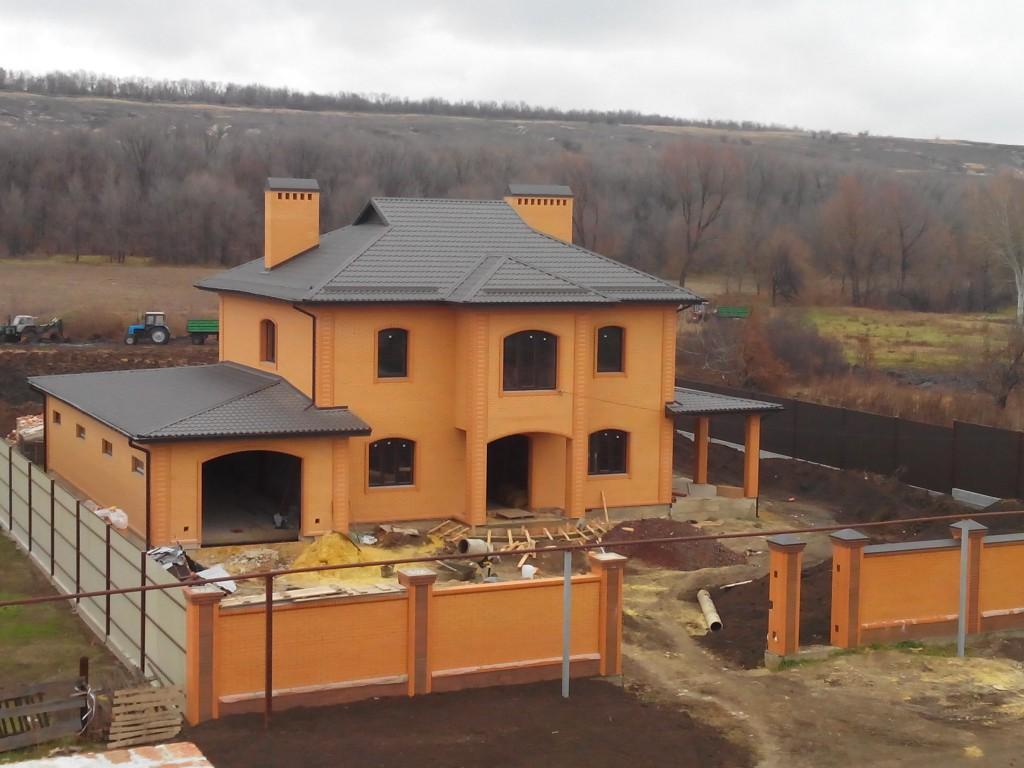 Проект дома с гаражом и террасой