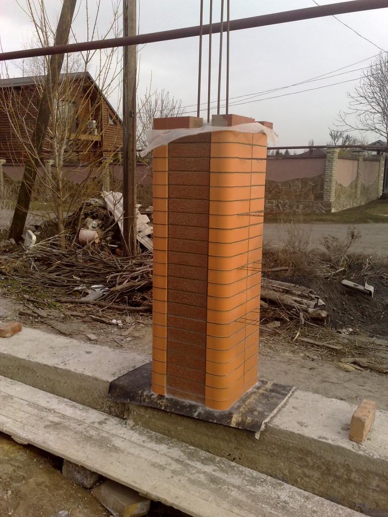 Строим столб из кирпича