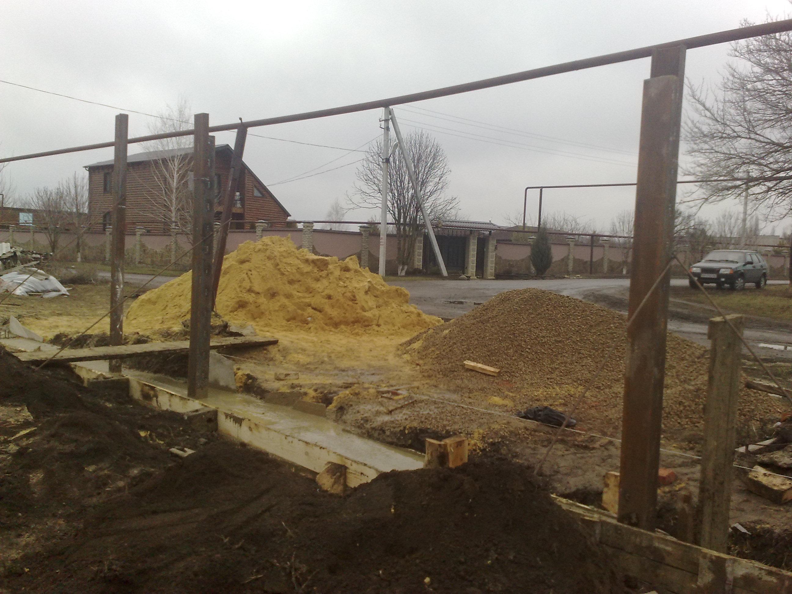 Как сделать фундамент для распашных ворот 85