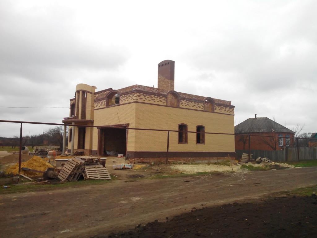 Вид с боку и фасад