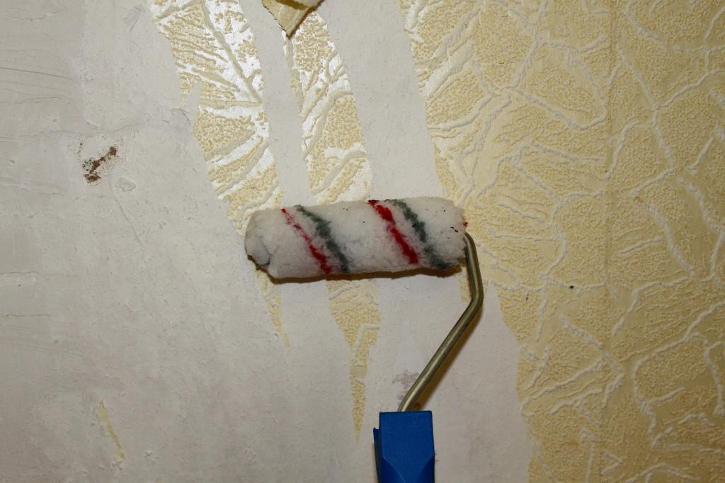 Нанесение жидкости валиком с мягкой шкуркой