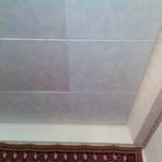 Как правильно клеить потолочную плитку